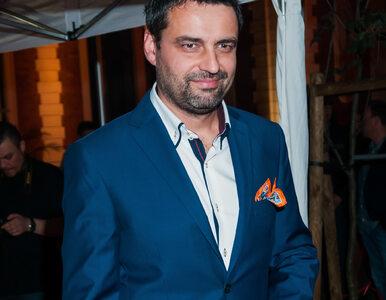 """Aktor oświadczył się swojej ukochanej podczas premiery filmu """"Uderdog""""...."""