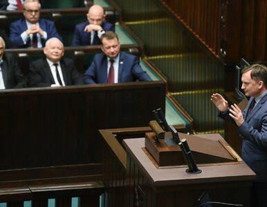 Sondaż: PiS wygrałoby samo. Partie Ziobry i Gowina zaliczyłyby wyborczy...