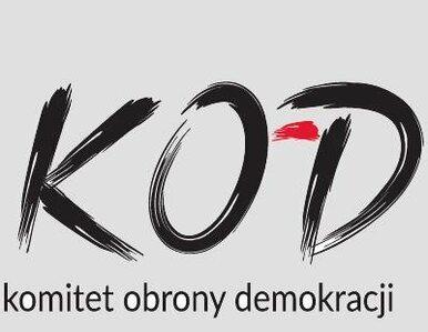 """""""Bonżur wolność!"""". Dzisiaj manifestacja KOD przed KPRM"""