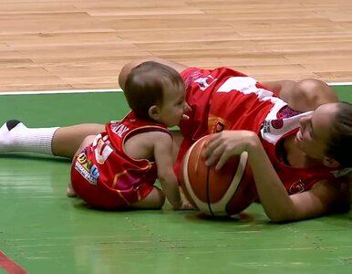 """Koszykarka karmiła dziecko piersią w przerwie meczu. """"Dla mnie to jest..."""