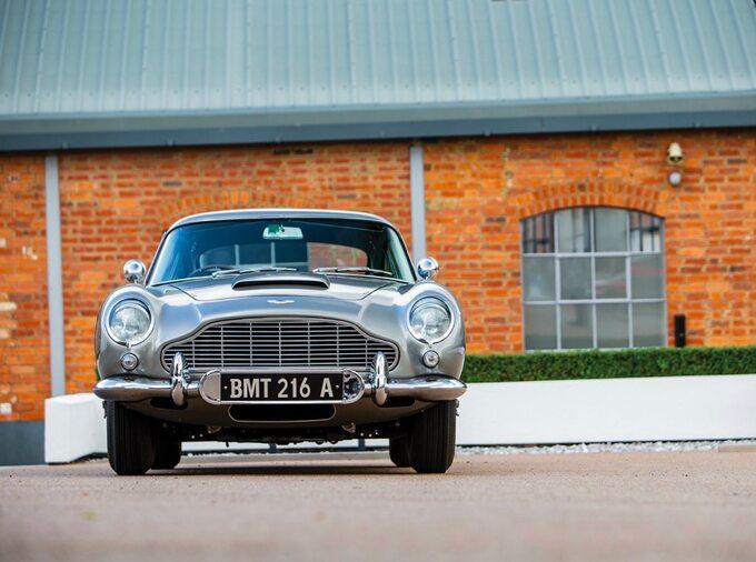 Aston Martin DB5 z1965 roku – auto Jamesa Bonda