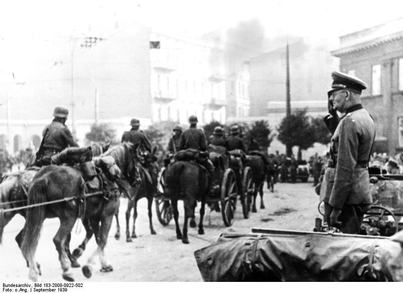 Wejście wojsk niemieckich do Łodzi, 9 września 1939 r. Paradę wojsk odbiera generał. Maximilian Freiherr von Weichs
