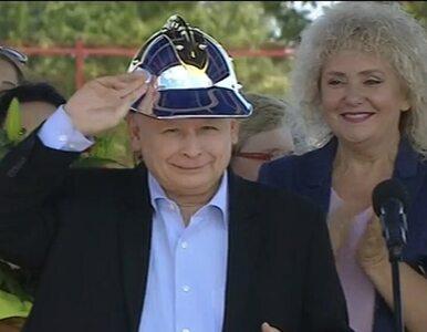 Kaczyński w nietypowym nakryciu głowy. Prezes PiS założył... hełm