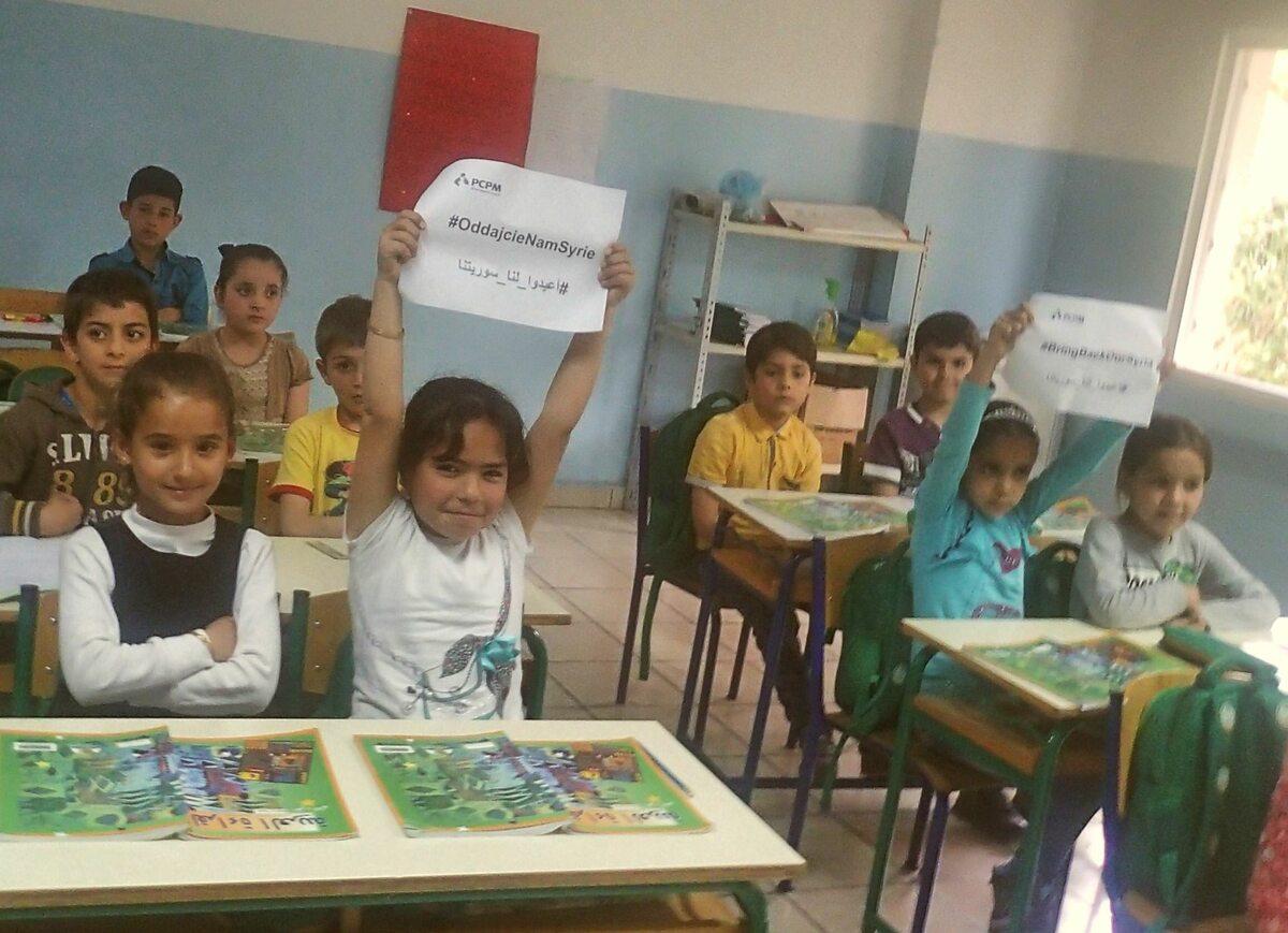 Dzieci syryjskich uchodźców w szkole w Libanie Dzieci syryjskich uchodźców w szkole w Libanie