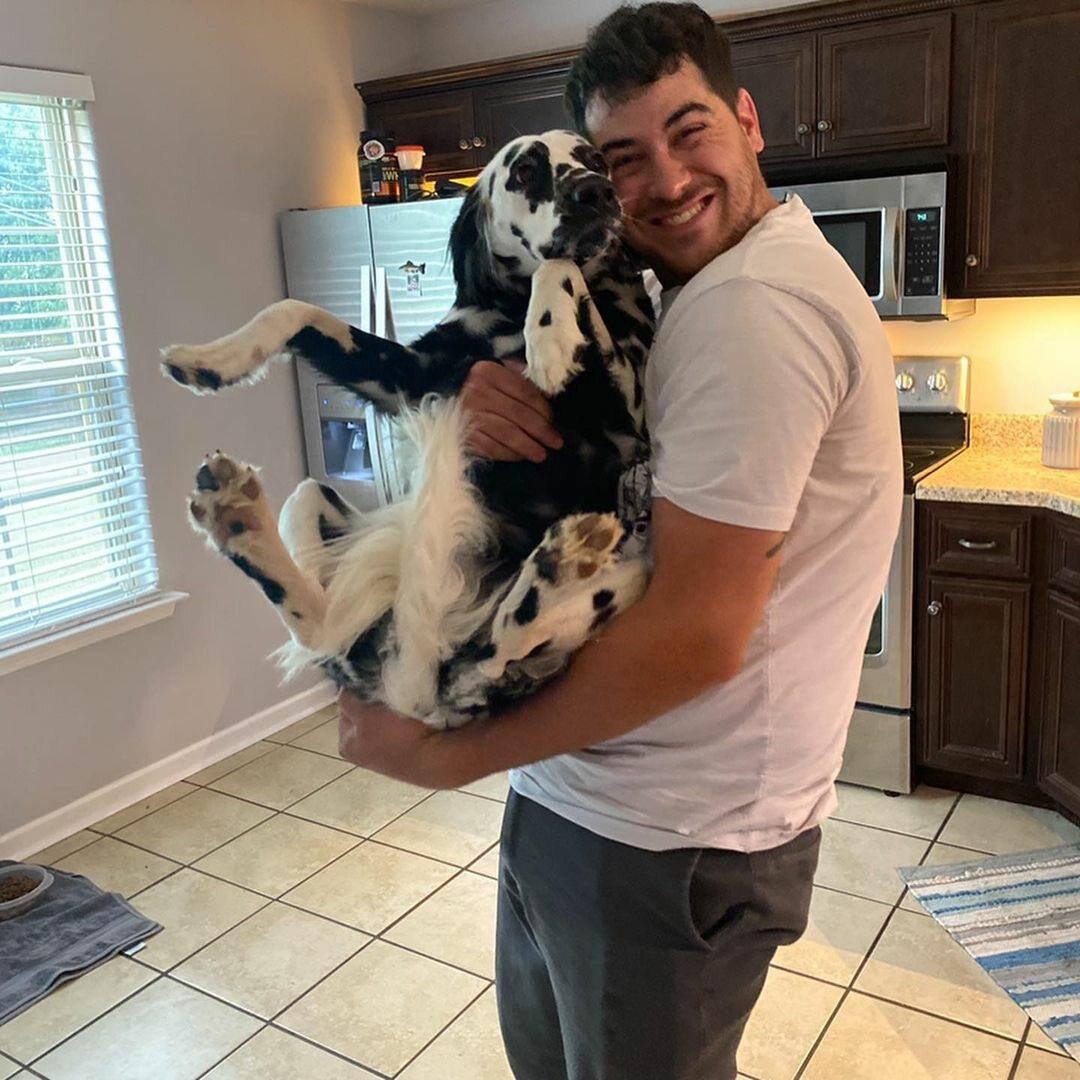 Uroczy psiak i jego właściciel