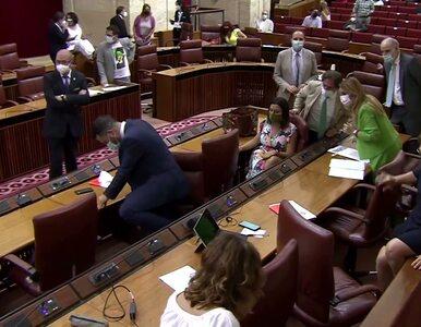 Posiedzenie parlamentu Andaluzji przerwał krzyk przewodniczącej. Na sali...