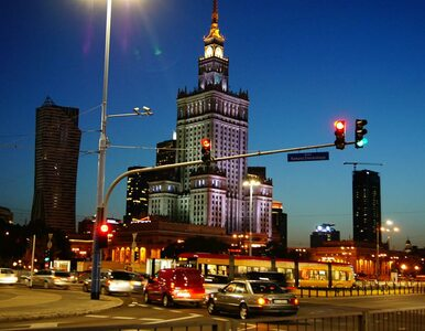 Szkło, mury i światła. Niezwykły spacer po Warszawie