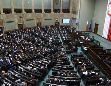 Sondaż przedwyborczy. Spadek notowań PiS, pięć partii w Sejmie