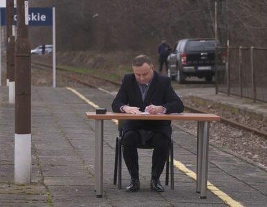 """Prezydent podpisał ustawę na peronie kolejowym. """"Nie ma pan poczucia, że..."""