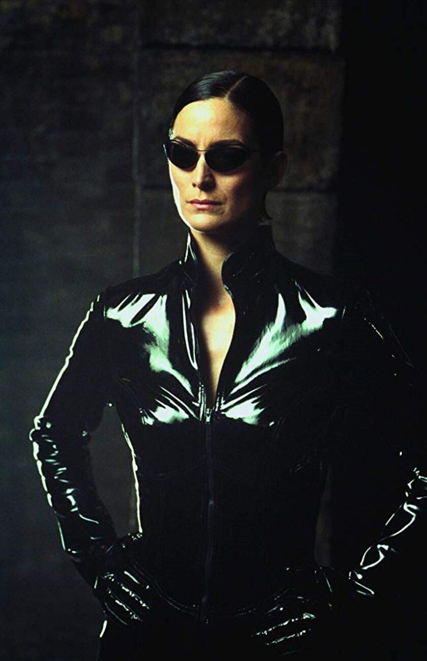 """Carrie-Anne Moss jako Trinity w filmie """"Matrix"""""""