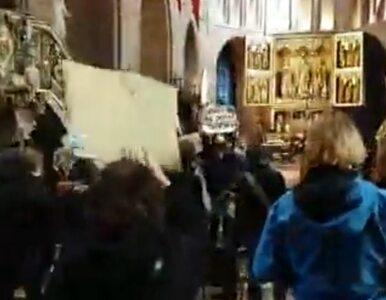 Przerwali nabożeństwo, organizując protest w poznańskiej katedrze....