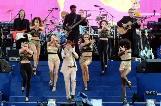 Cliff Richard, gwiazda pop z lat 60. (PAP/EPA)