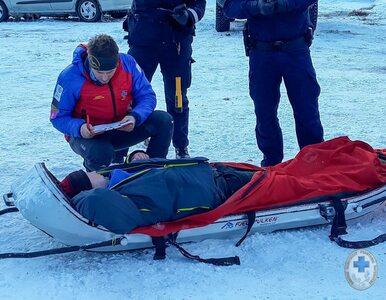 Leżeli w śniegu kompletnie pijani. Musiało im pomagać GOPR