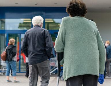 Godziny dla seniorów to katastrofa. Handlowcy notują miliardowe straty