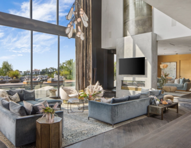 Chrissy Teigen i John Legend sprzedają swój dom. Wcześniej w rezydencji...