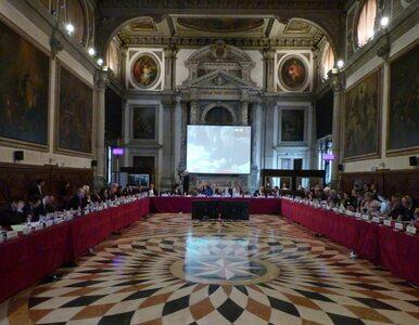 """Komisja Wenecka krytykuje nowelizację ustaw sądowych. """"Dalsze podważanie..."""