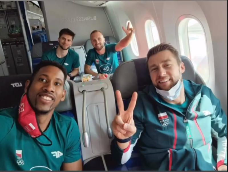 Polscy siatkarze lecący do Tokio