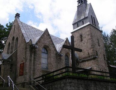 Kobieta spaliła hostię w kościele. W niedzielę w całej diecezji msze o...