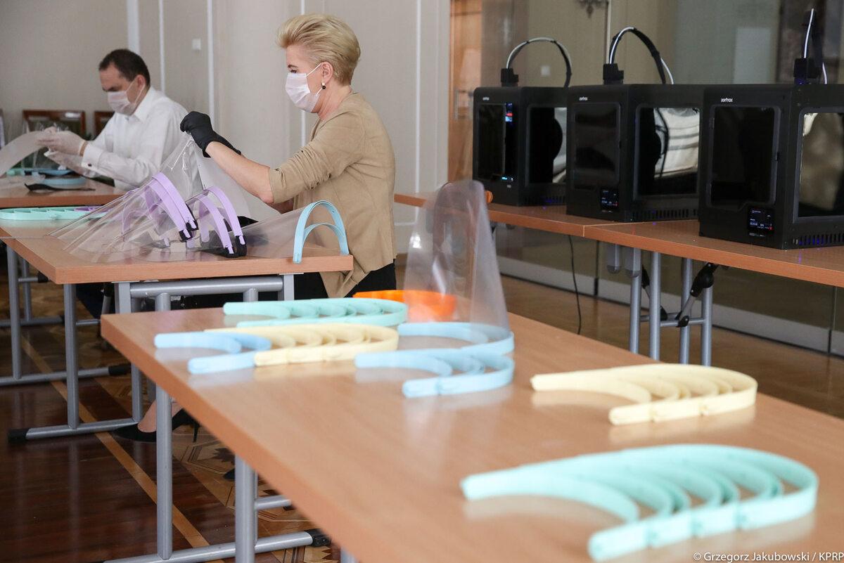 Produkcja przyłbic medycznych w Pałacu Prezydenckim