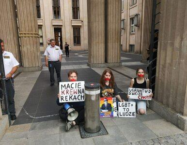 Protest przed siedzibą MEiN. Siostrzeniec Morawieckiego przykuł się do...