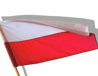 Czechy: polskie flagi opuszczone do połowy masztu. Żałoba po Havlu