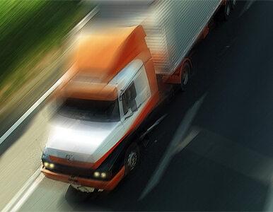 """Ciężarówki """"białego konwoju"""" na granicy z Ukrainą"""