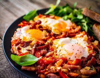 Śniadanie z restauracji w twojej kuchni – przepis na szakszukę