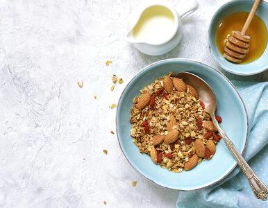 Migdałowa granola to pomysł na pożywne śniadanie. Sprawdź, jak ją...