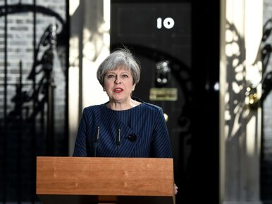 May składa kondolencje rodzinom ofiar. Brytyjska premier zwołała...