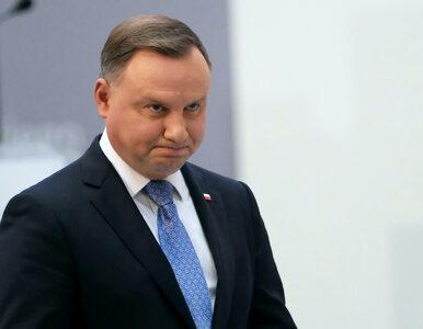 """""""Niedyskrecje parlamentarne"""". Duda wraca do """"twardej polityki"""", Tusk się..."""