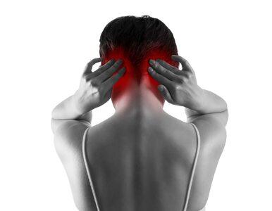 Ból z tyłu głowy może oznaczać nadciśnienie. Nie lekceważ tego objawu