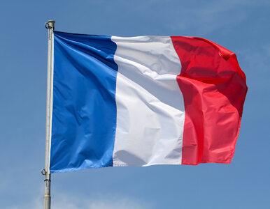 "Napis ""Pie... Francję"" na pomniku de Gaulle'a w Calais"
