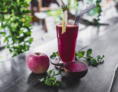 Niesamowite korzyści zdrowotne soku z buraka. Sięgaj po niego częściej zimą