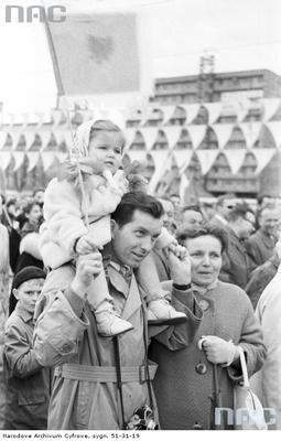 Uczestnicy pochodu. (1963 r.)(fot. NAC)