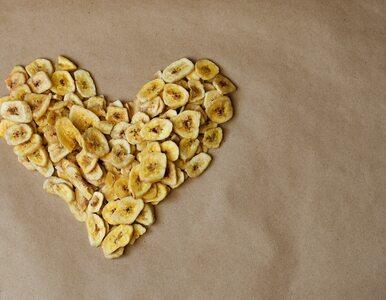 Czy chipsy bananowe są zdrowe? Dementujemy popularne mity