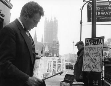Peter Finch – pierwszy aktor nagrodzony Oscarem za grę pośmiertnie. Za...