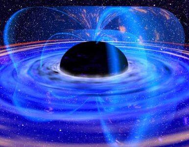 Czarna dziura na czarnej dziurze, czarną dziurą pogania. A wszystko to w...