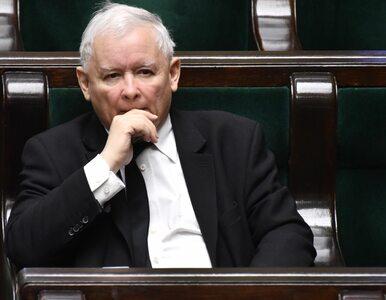 Walczą o schedę po Kaczyńskim. On stoi im na drodze