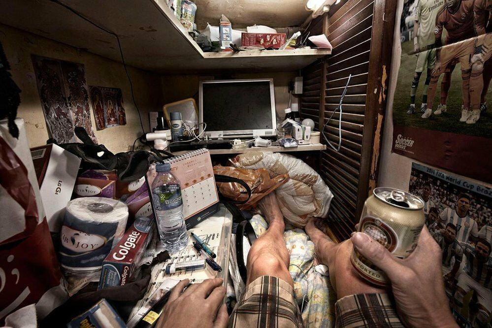 """""""Trumienne kwatery"""" w Hongkongu W mini-mieszkaniach w Hongkongu, o metrażu od 5 do 12 m.kw., mieszka nawet 200 tys. osób"""