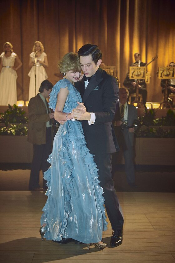 """The Crown"". Emma Corrin jako Diana Spencer i Josh O'Connor jako książę Karol"