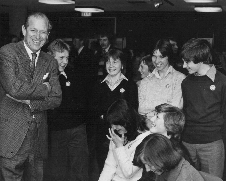 Książę Filip jako fundator Nagrody Księcia Edynburga dla uzdolnionych uczniów