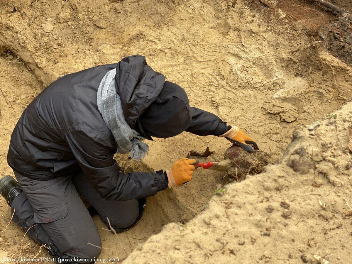 Poszukiwania szczątków zakonnic na cmentarzu w Ornecie