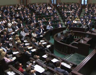 """Sejm poparł karanie posłów za zachowanie poza salą plenarną. """"Dla swoich..."""