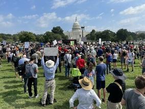 USA. Wiec poparcia dla zatrzymanych po szturmie na Kapitol. Mobilizacja...