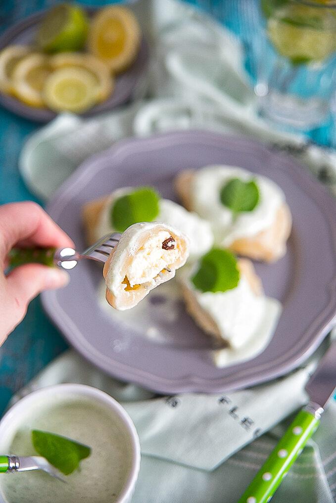 Pierogi z serem i sosem miętowym