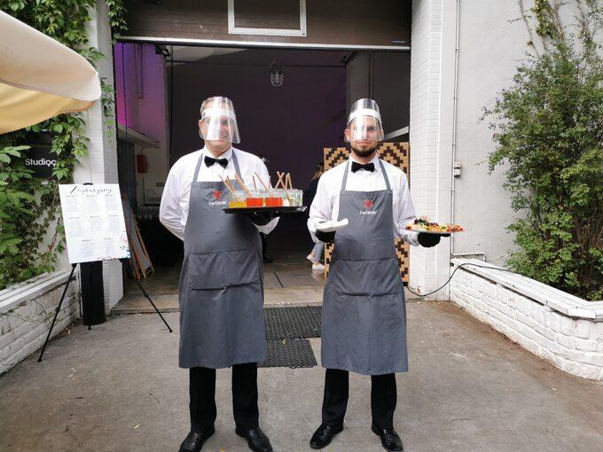 Bezpieczni kelnerzy