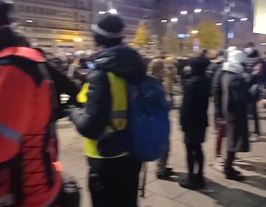 Protesty w Warszawie, doszło do przepychanek z policją. Funkcjonariusze...