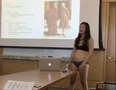 Studentka rozebrała się na oczach profesorów. Nie spodziewała się takiej...