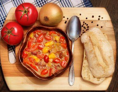 Masz w domu cukinię, paprykę i cebulę? Przygotuj z nich wegetariańskie...