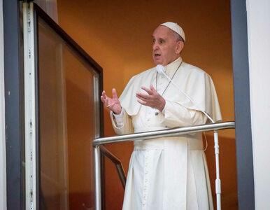 """Papież odwiedził szpital. """"Chciałbym zatrzymać się przy każdym chorym..."""